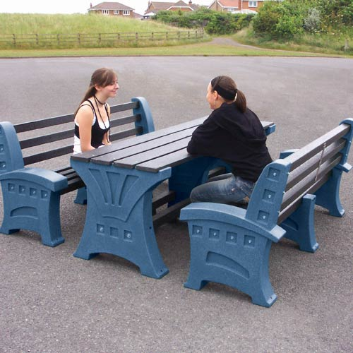 table_bench-6-person-sandstone2_web500.jpg